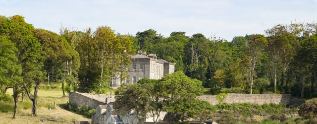 Beach Cottage and Main House Lissadell from shore 3 (1)